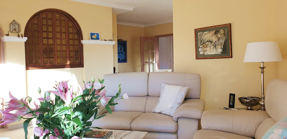 Apartment - Middle Floor ( R3520945) 3