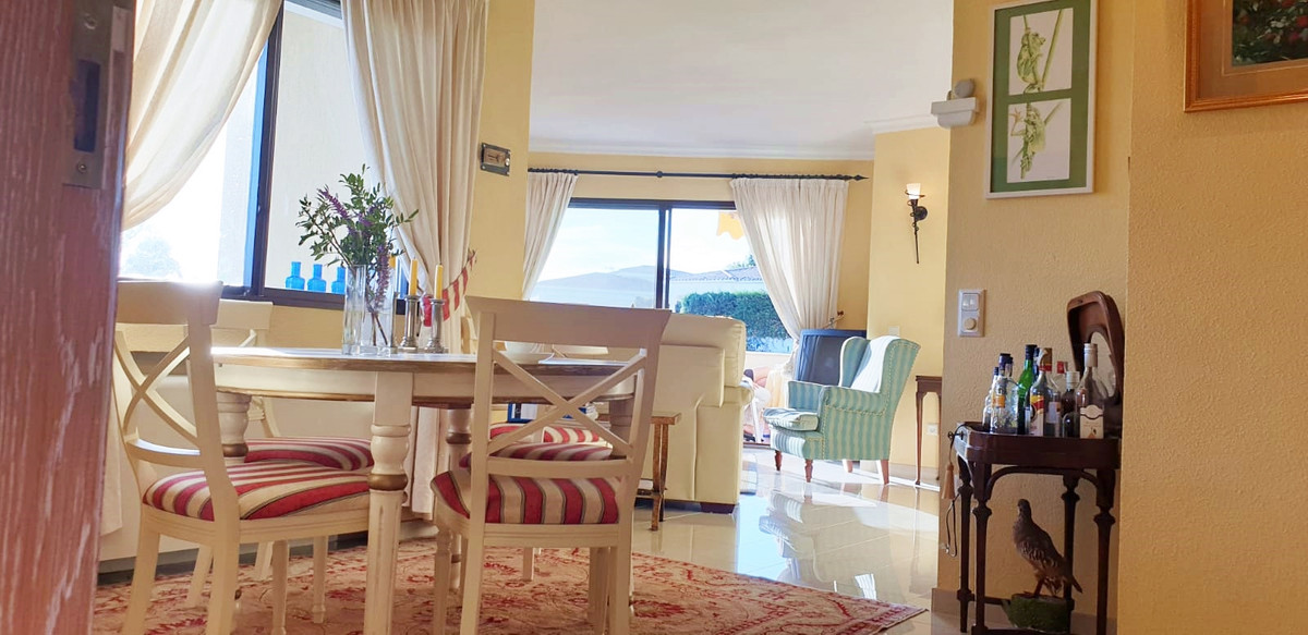 Apartment - Middle Floor ( R3520945) 4