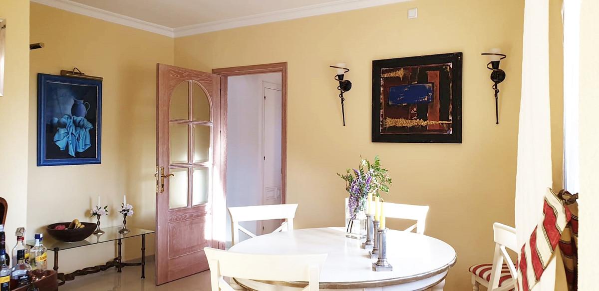 Apartment - Middle Floor ( R3520945) 5