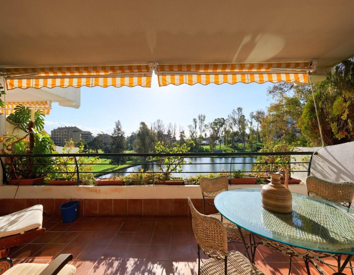 Middle Floor Apartment for sale in Guadalmina Alta