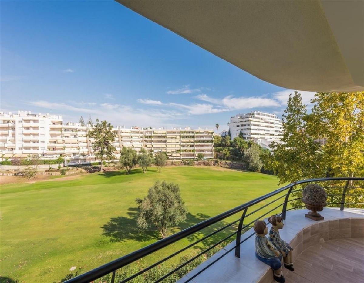 Apartment  Middle Floor for sale   in Guadalmina Alta