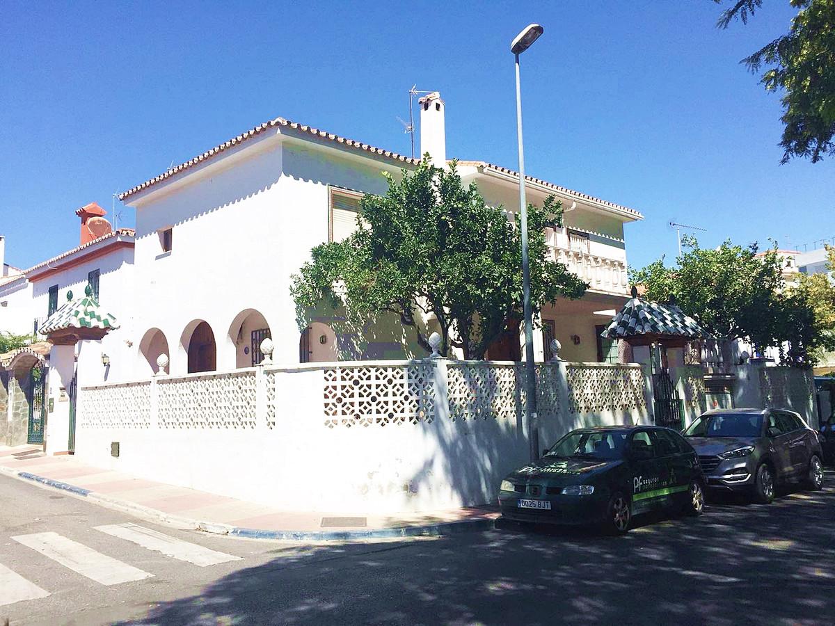 Bargain Opportunity! A City villa in the centre of San Pedro de Alcantara, Marbella. The property co,Spain