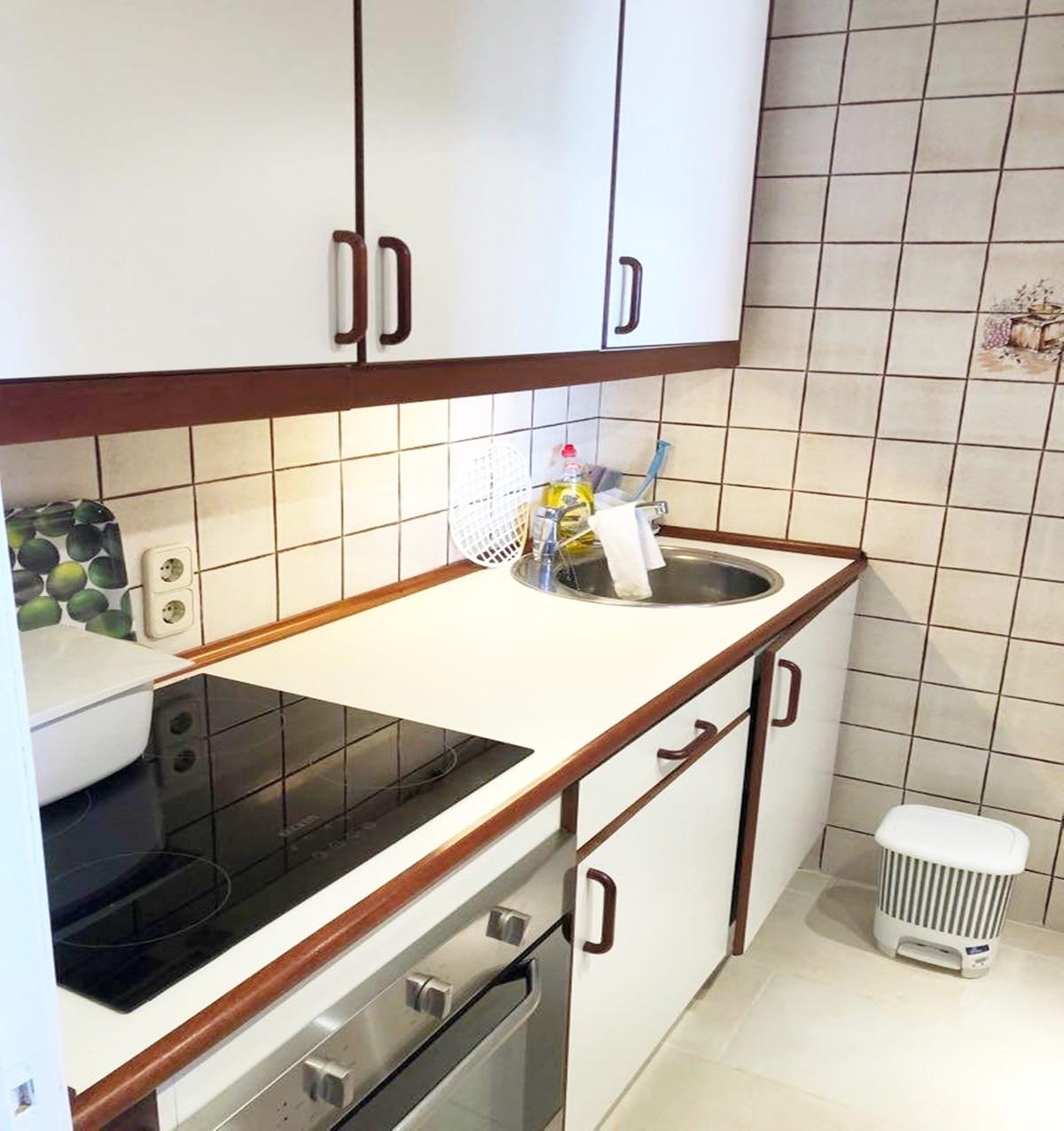 Apartment - Middle Floor ( R3521023) 9