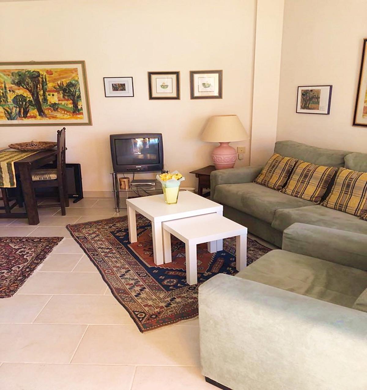 Apartment - Middle Floor ( R3521023) 2