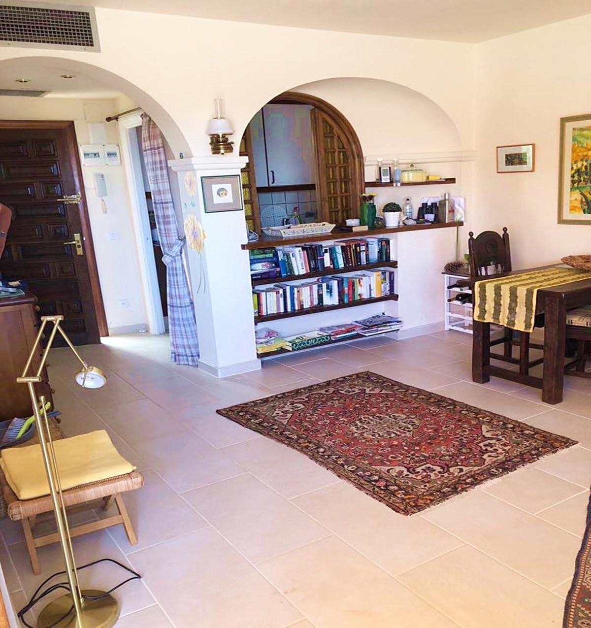 Apartment - Middle Floor ( R3521023) 4