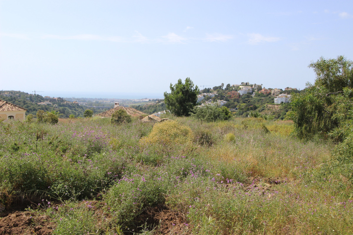 Fantastic  PLOT in Lomas de La Quinta, to built 1 villa.  The plot it has 1450  m2 with 29% to built,Spain