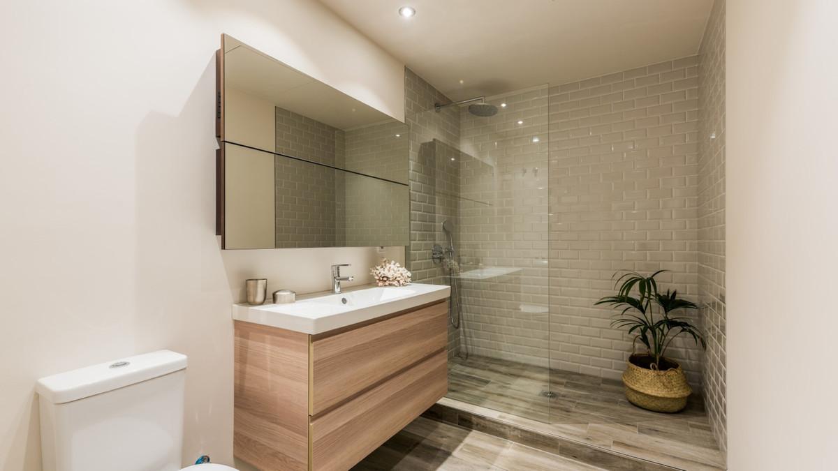 Apartment - Middle Floor ( R3534784) 9