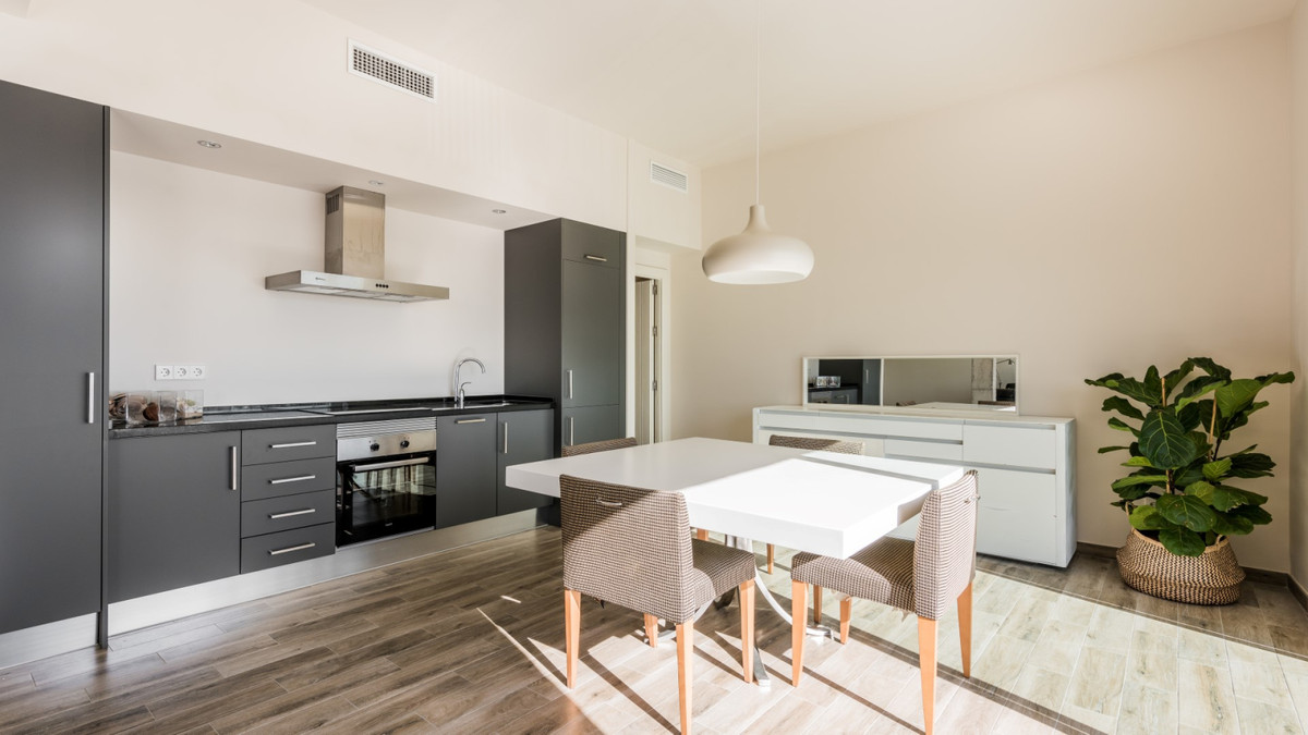 Apartment - Middle Floor ( R3534784) 10