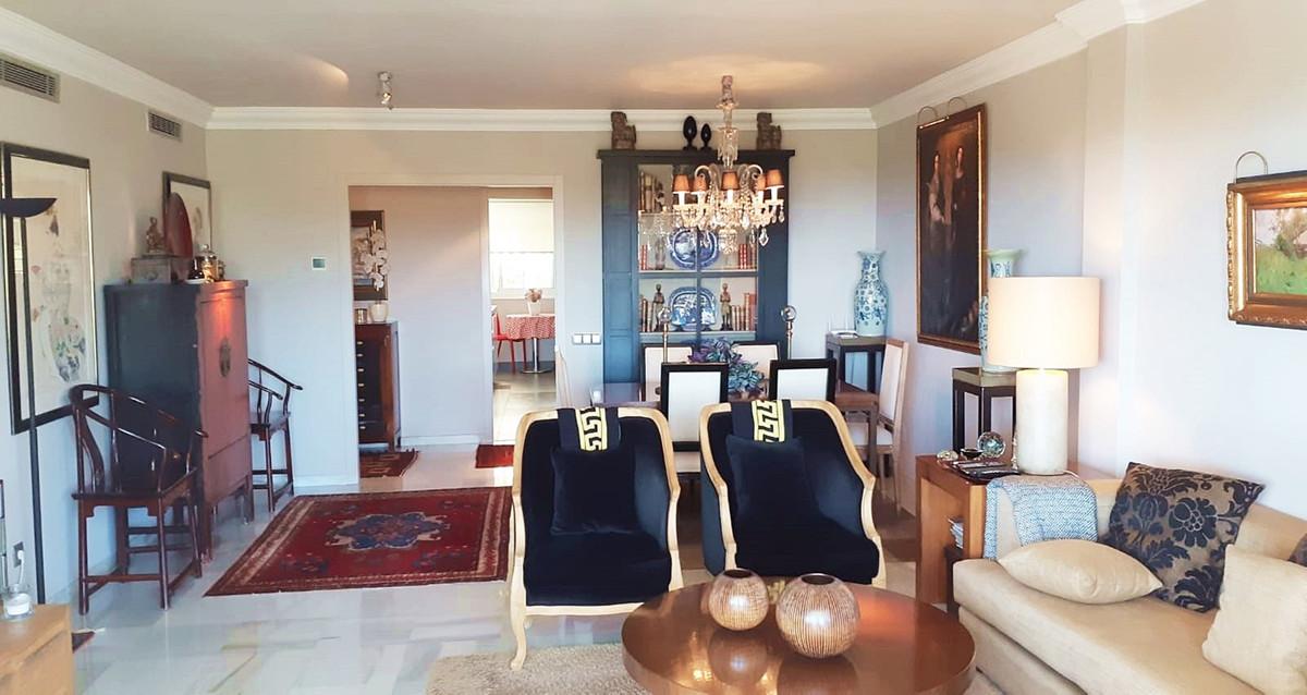 Apartment - Middle Floor ( R3522682) 11