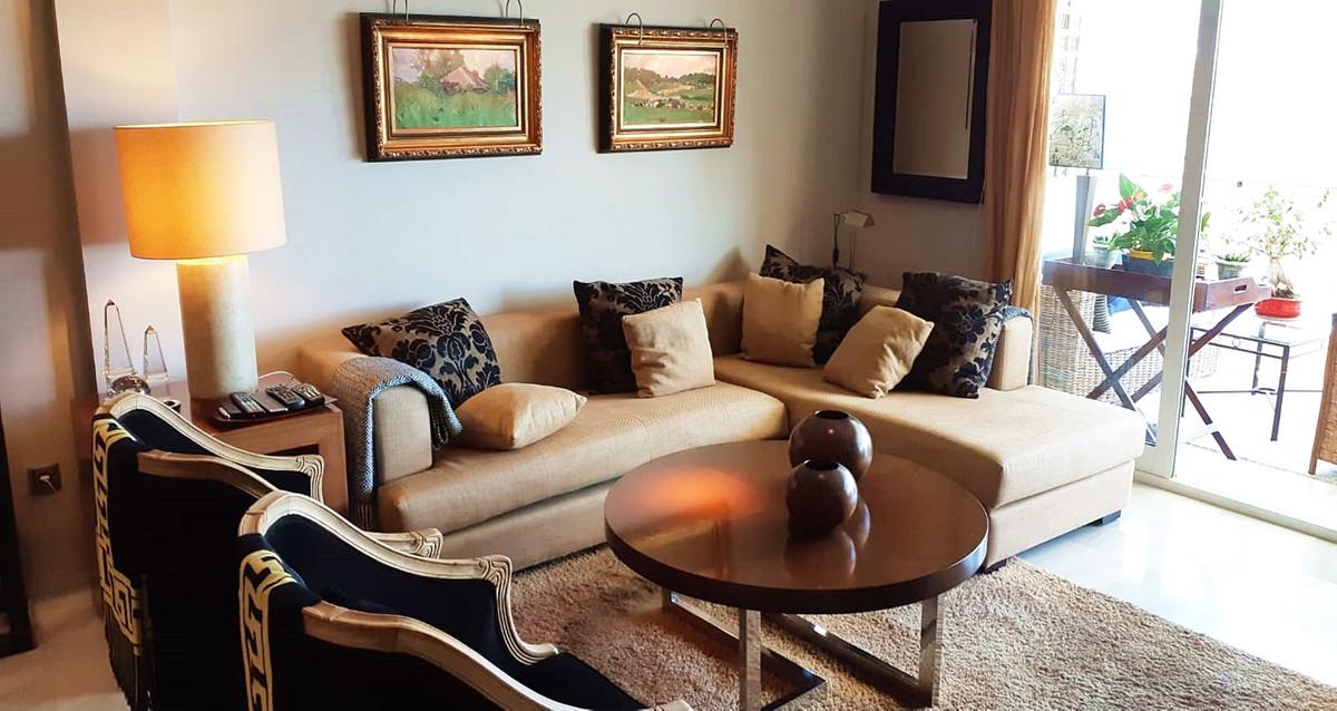 Apartment - Middle Floor ( R3522682) 1