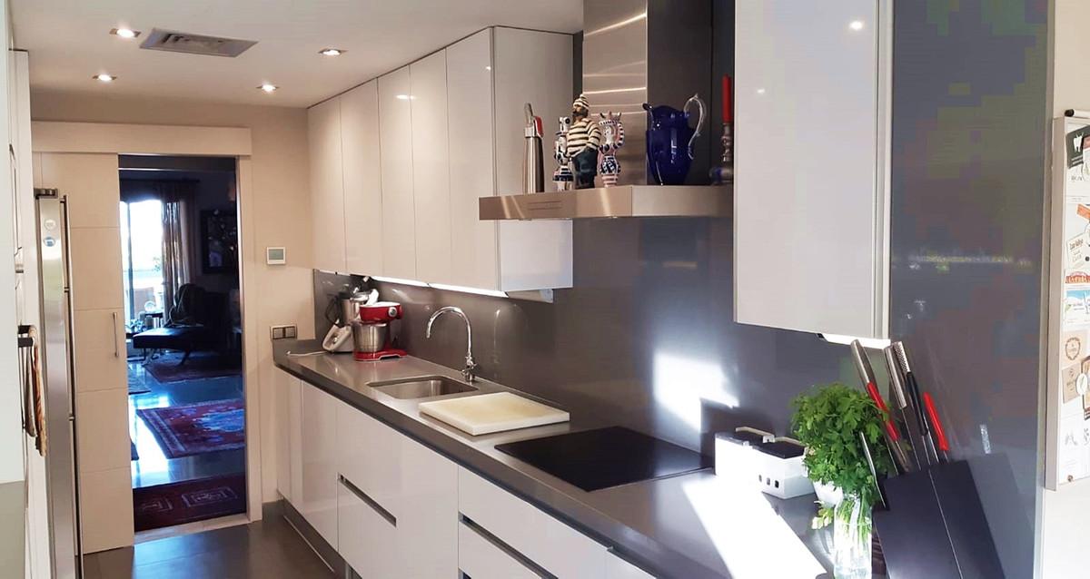 Apartment - Middle Floor ( R3522682) 5