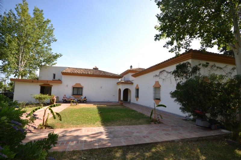 An opportunity to purchase a fantastic villa in Rancho de la Luz, spacious villa built on one level.,Spain