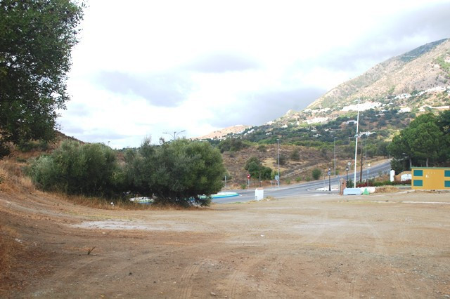 Commercial Investment. The commercial area is located next to the San Antonio which is on the Mijas ,Spain