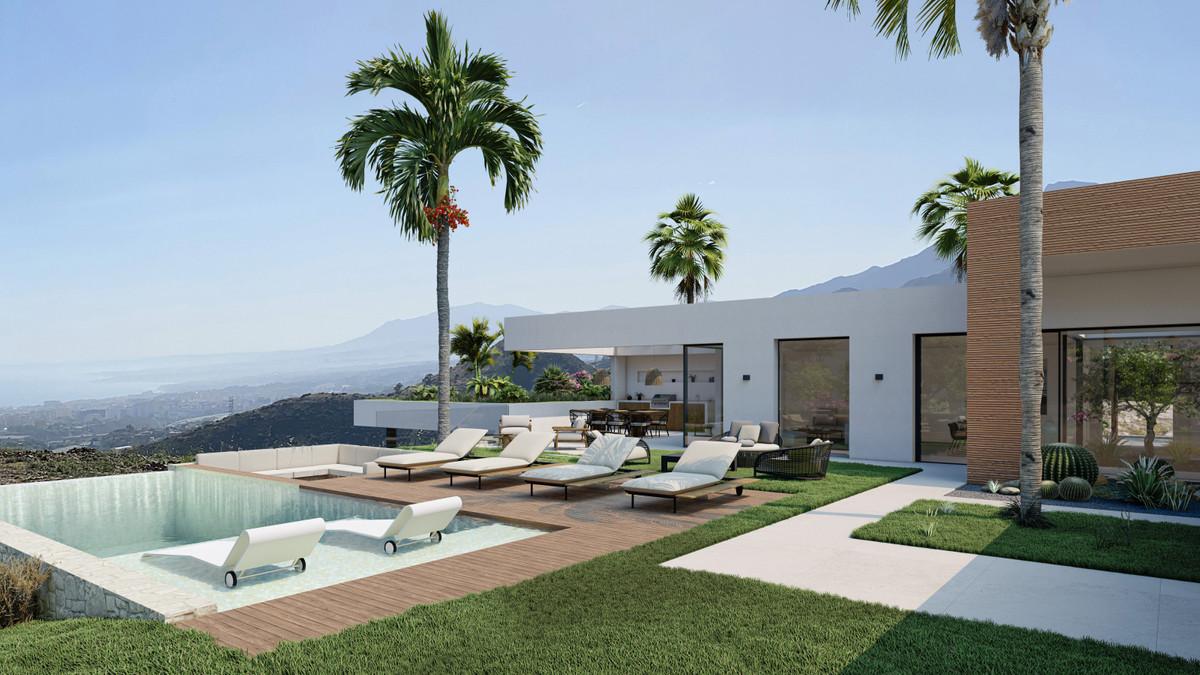 Detached Villa for sale in Altos de los Monteros R3275074