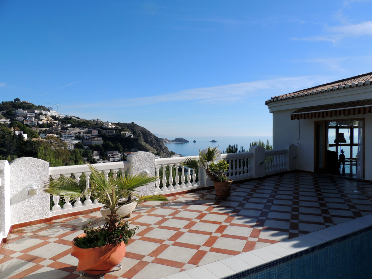 Very beautiful villa located at Cotobro, at 500m from the beach and 1,5 from centre town. 425m2 buil,Spain