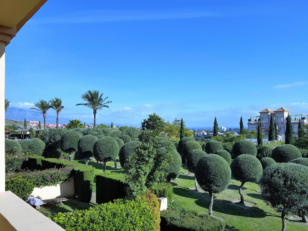 Beautiful and spacious 2 bedroom apartment in the prestigious Los Flamingos Golf Resort, located jus,Spain