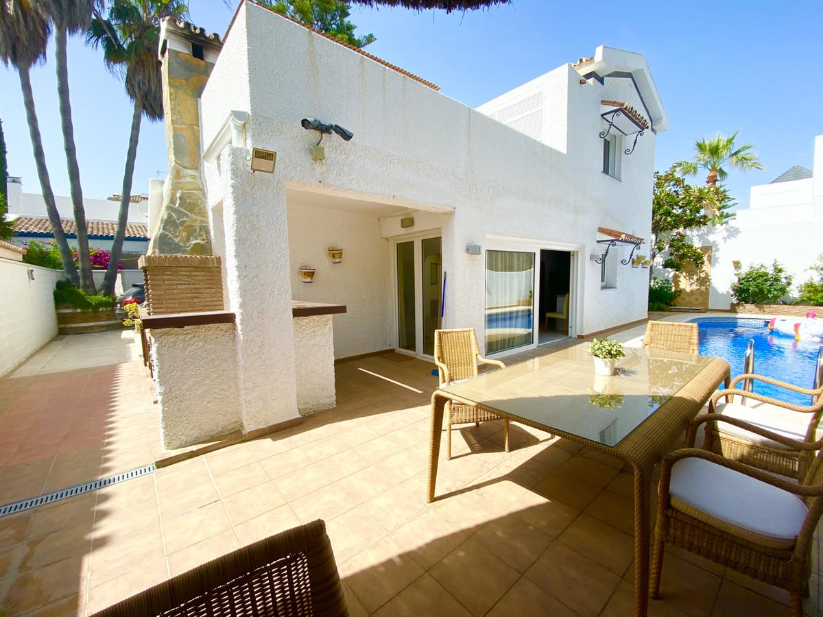 Detached Villa for sale in The Golden Mile R3660002
