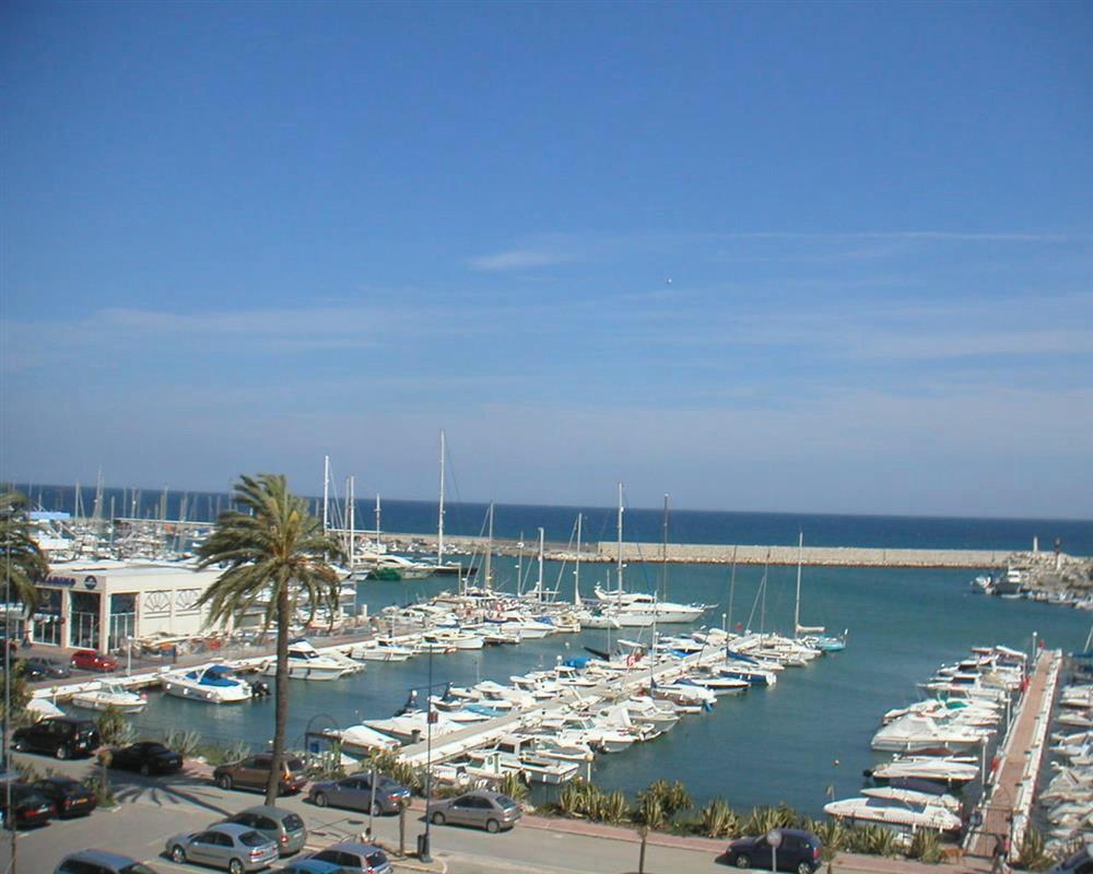 Townhouse, Estepona, Costa del Sol. 3 Bedrooms, 3 Bathrooms, Built 270 m², Terrace 100 m².  Setting ,Spain
