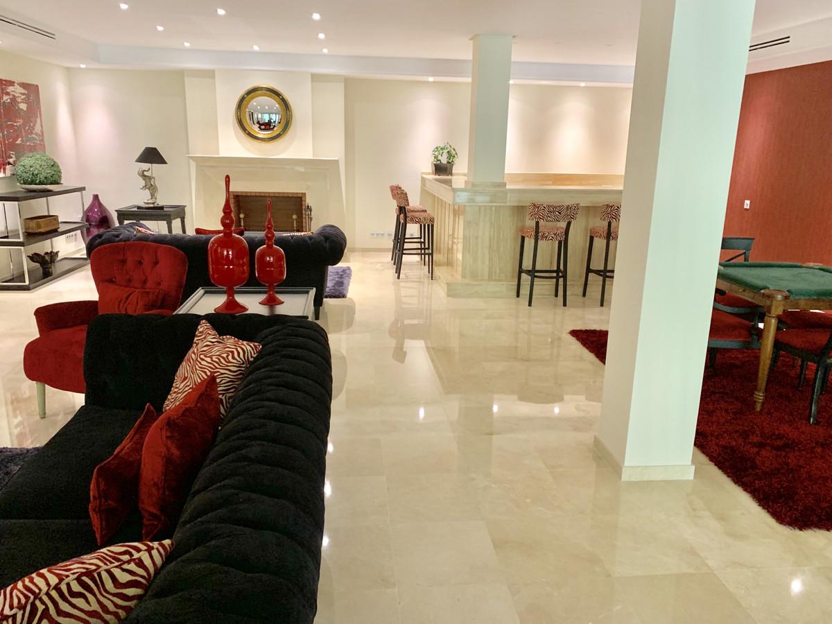 6 Bedroom Detached Villa For Sale Nueva Andalucía