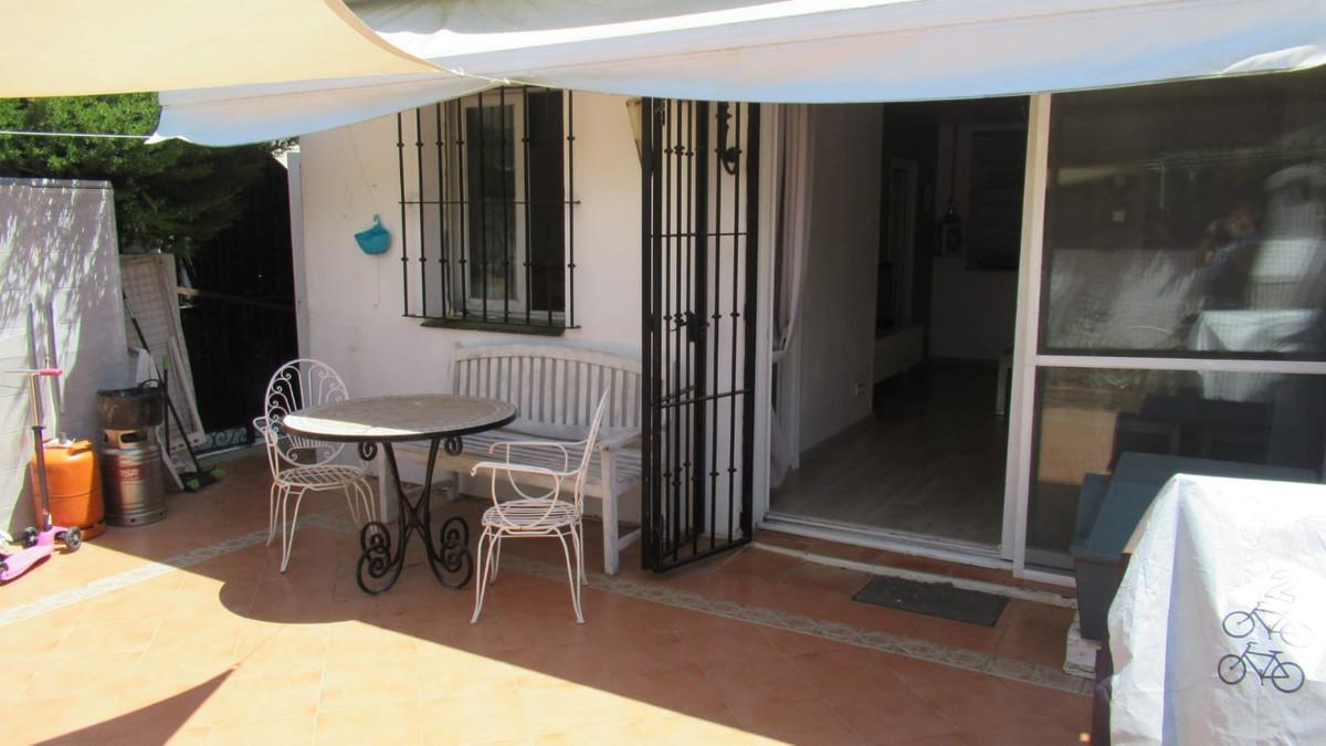 Ground Floor Apartment, El Paraiso, Costa del Sol. 2 Bedrooms, 1 Bathroom, Built 87 m², Terrace 30 m,Spain