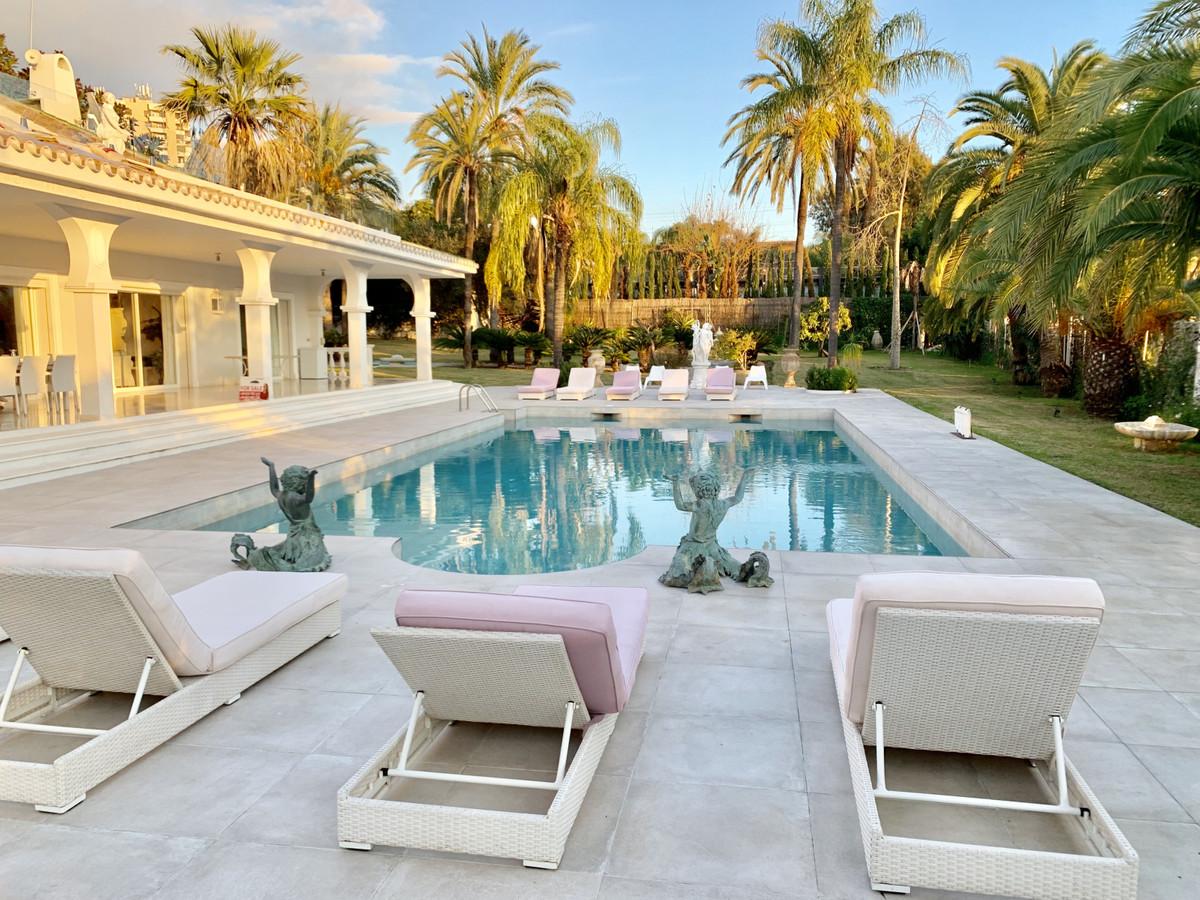 Detached Villa for sale in Nueva Andalucía R3370141