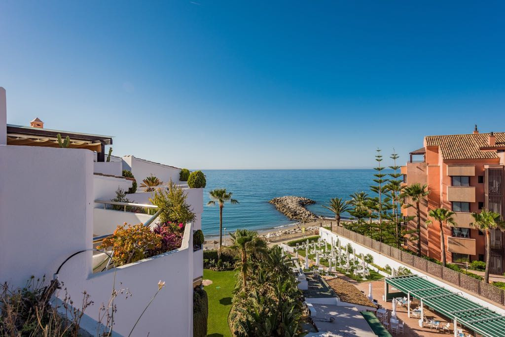 Impressive duplex apartment on the top floor of three bedrooms located in a private urbanization, La,Spain