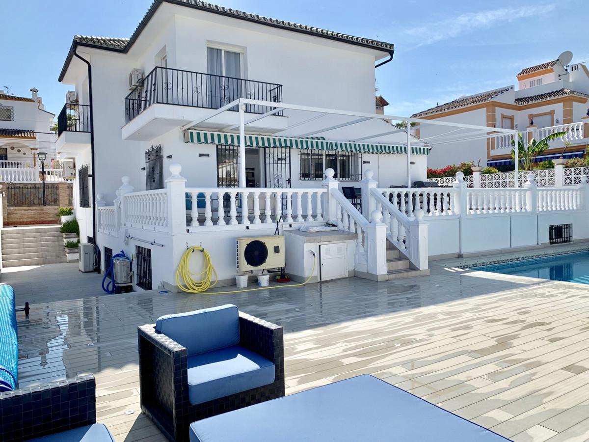 Villa Til salgs i Nueva Andalucía R3454312