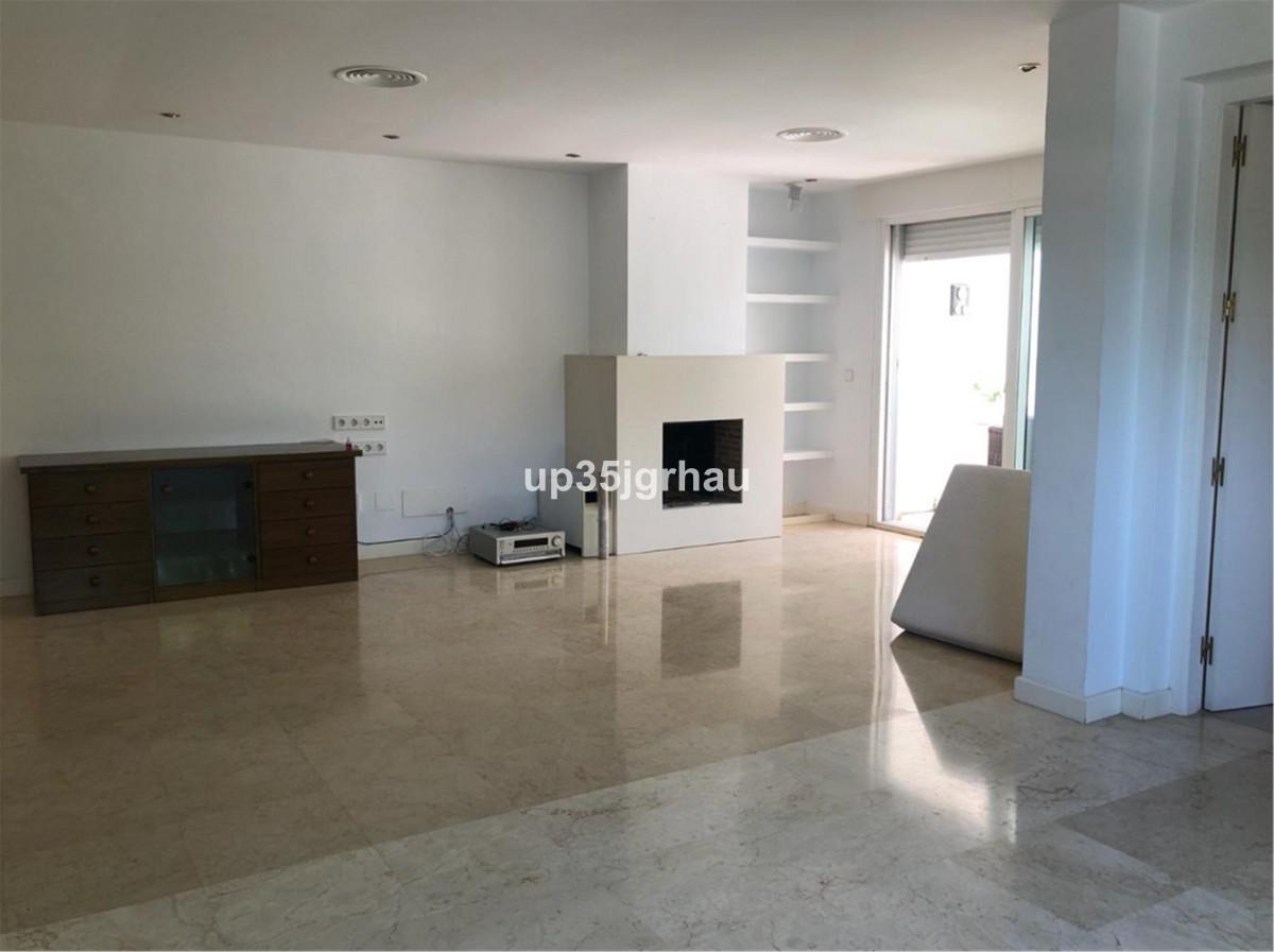 Penthouse for sale in Estepona R3572911