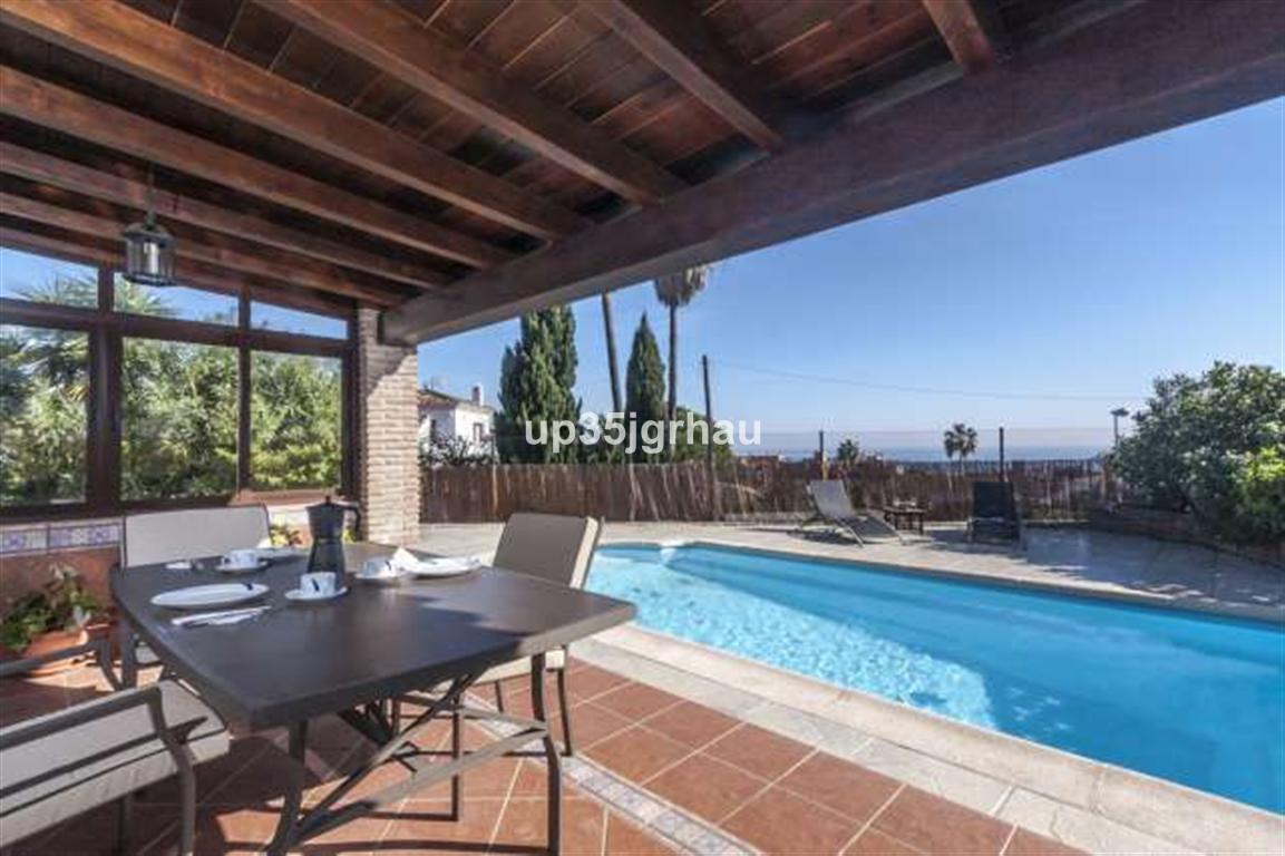 Detached Villa, Estepona, Costa del Sol. 3 Bedrooms, 2 Bathrooms, Built 160 m², Terrace 25 m², Garde,Spain