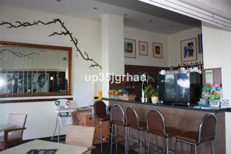 TRASPASO NEGOCIO Restaurant, Estepona, Costa del Sol. Built 84 m², Terrace 100 m².  Setting : Beachf,Spain