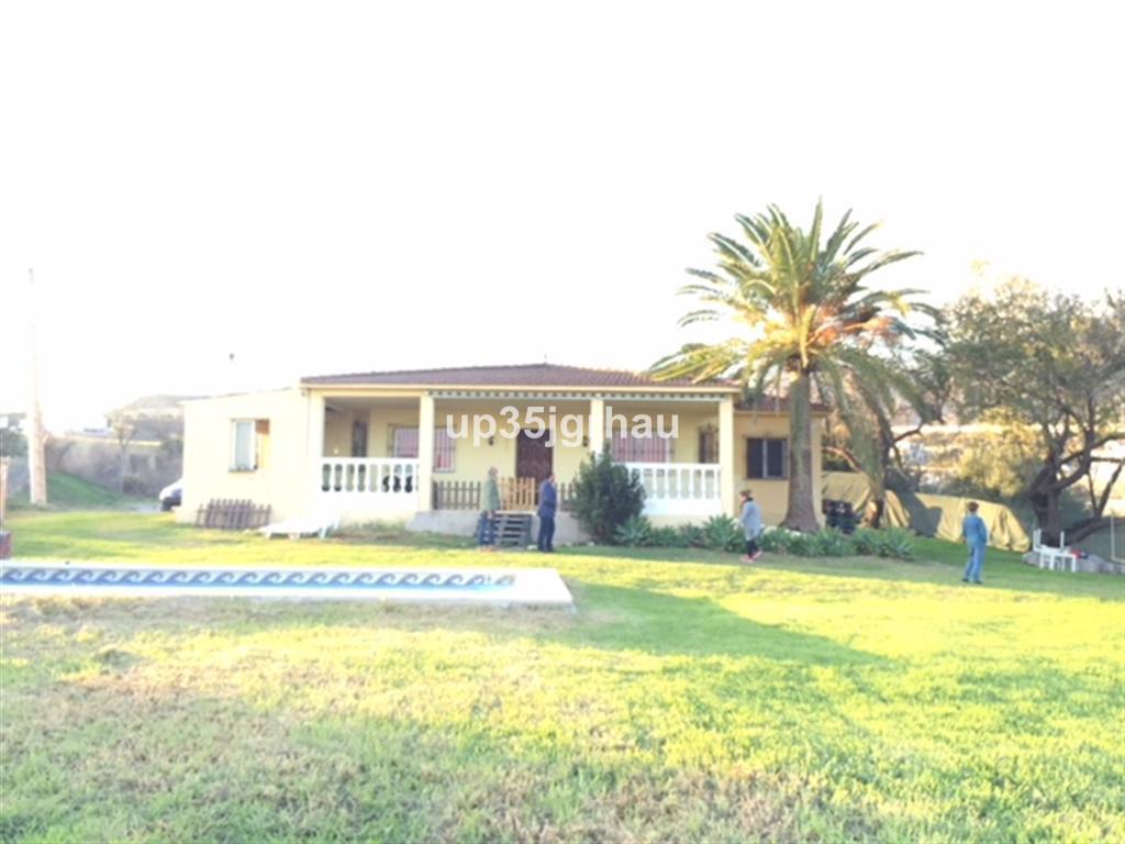 Detached Villa, Estepona, Costa del Sol. 6 Bedrooms, 3 Bathrooms, Built 300 m², Garden/Plot 19500 m²,Spain