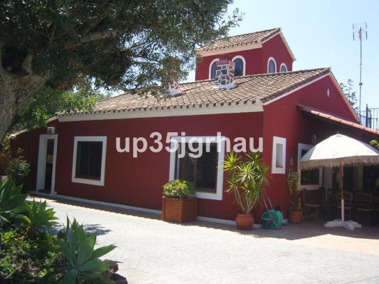 Detached Villa, Estepona, Costa del Sol. 5 Bedrooms, 4 Bathrooms, Built 390 m², Terrace 100 m², Gard,Spain