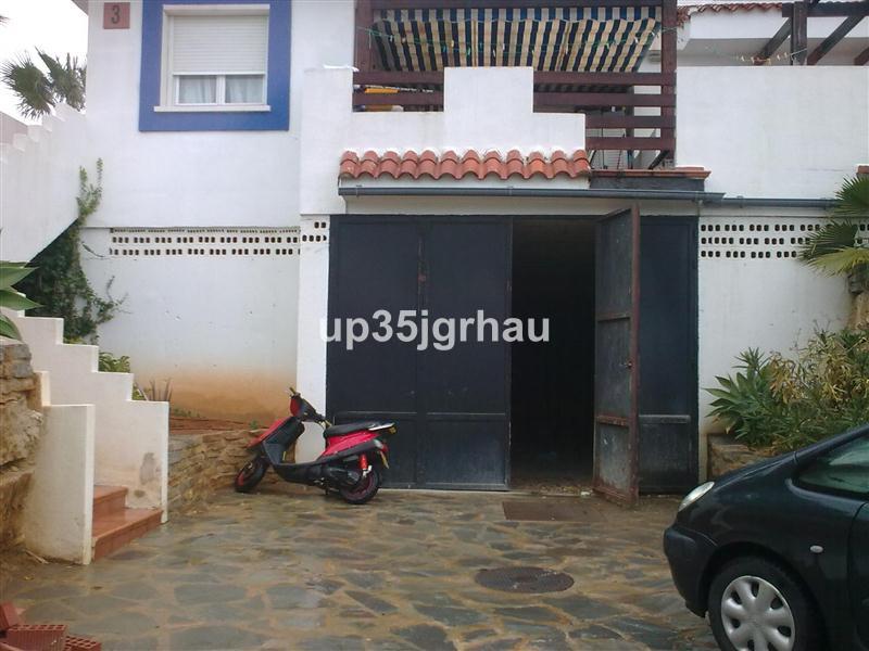 local con 500m2 ideal para almacen, cerca de la costa, obra nueva, perfecto para alquilarlo por secc,Spain