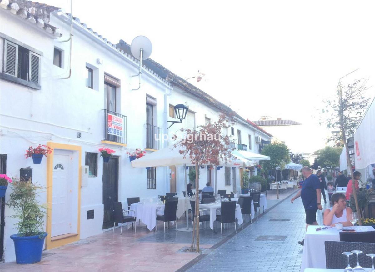 Middle Floor Apartment, Estepona, Costa del Sol. 1 Bedroom, 1 Bathroom, Built 50 m², Terrace 1 m².  ,Spain