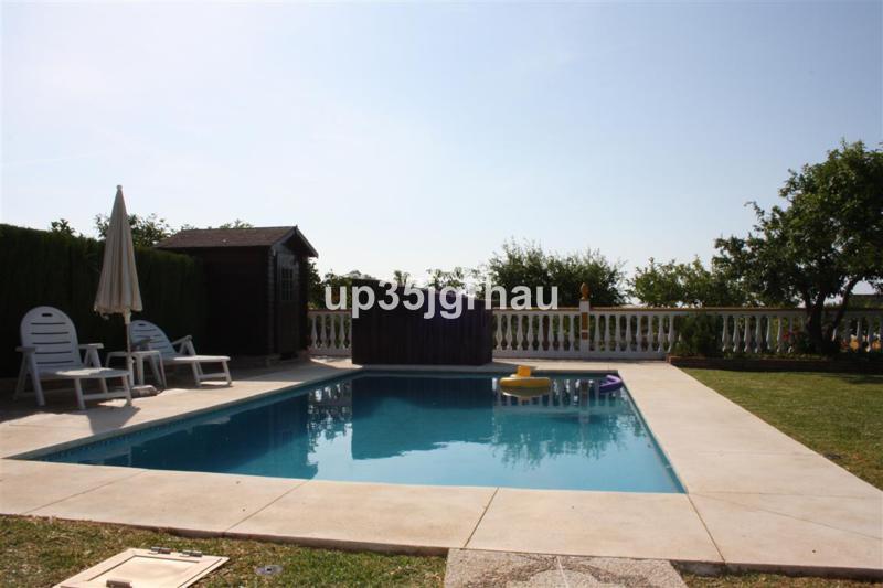 Detached Villa, Estepona, Costa del Sol. 3 Bedrooms, 3 Bathrooms, Built 280 m², Terrace 80 m², Garde,Spain