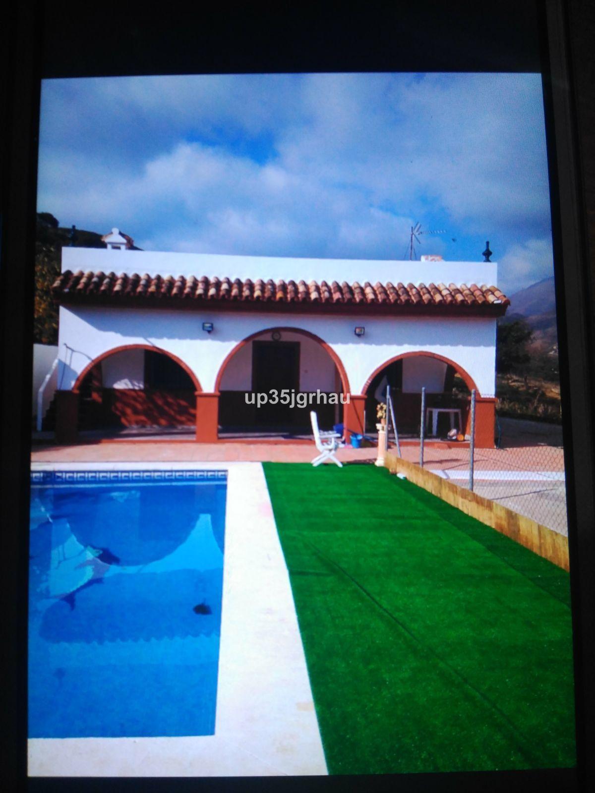 Villa 11 Dormitorios en Venta Estepona