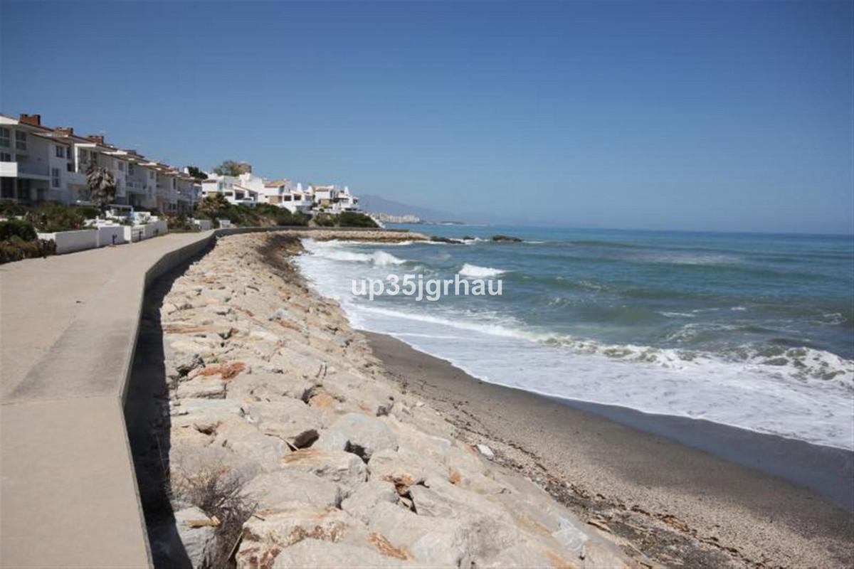 FANTASTIC HOUSE TOWNHOUSE IN URBANIZACION PRIMER LINEA PLAYA WITH 2 FLOORS AND SEA VIEWS, COMMUNITY ,Spain