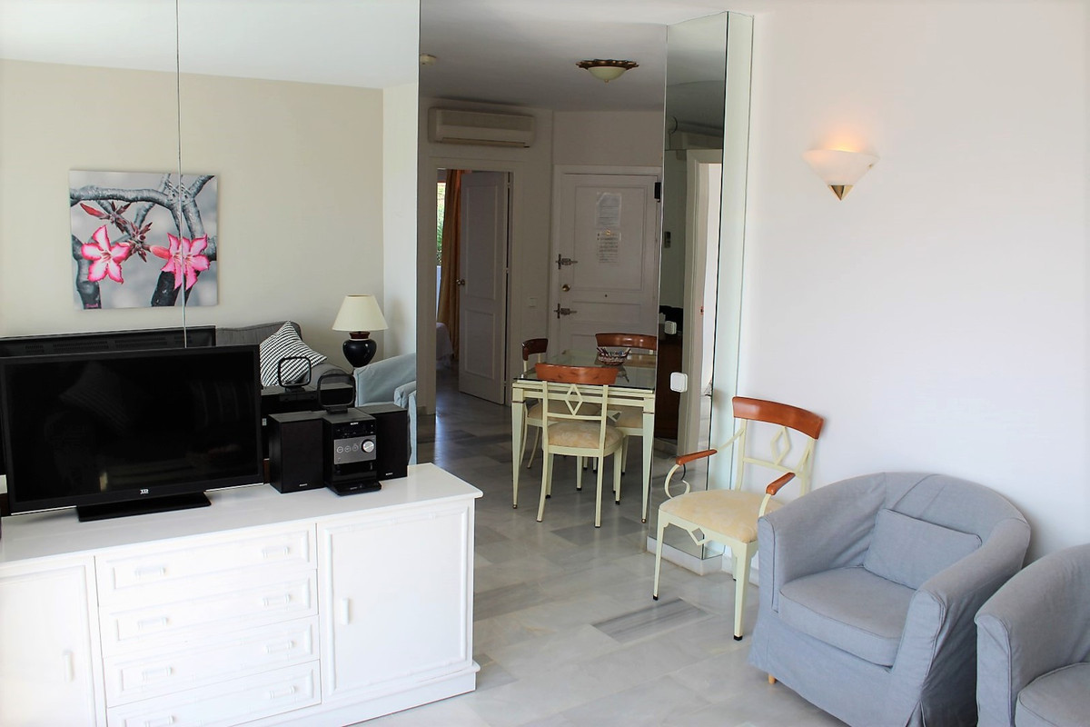 Apartamento con 2 Dormitorios en Venta Calahonda