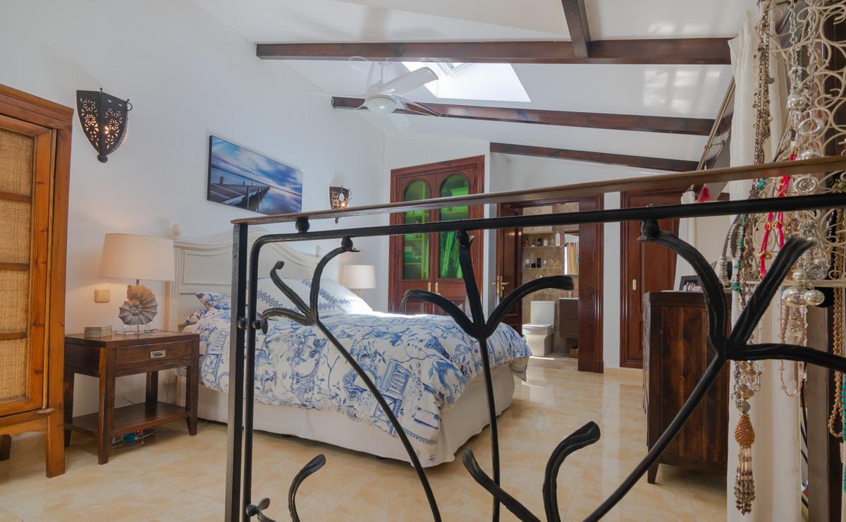 Unifamiliar con 4 Dormitorios en Venta Benahavís