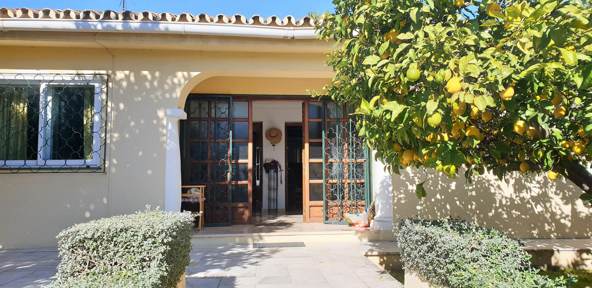 Detached Villa for sale in San Pedro de Alcántara R3349051