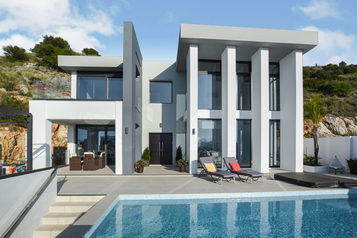 Ref:R3617360 Villa - Detached For Sale in Coín