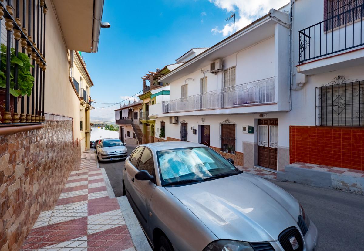 4 bed, 1 bath Apartment - Middle Floor - for sale in Alhaurín el Grande, Málaga, for 110,000 EUR