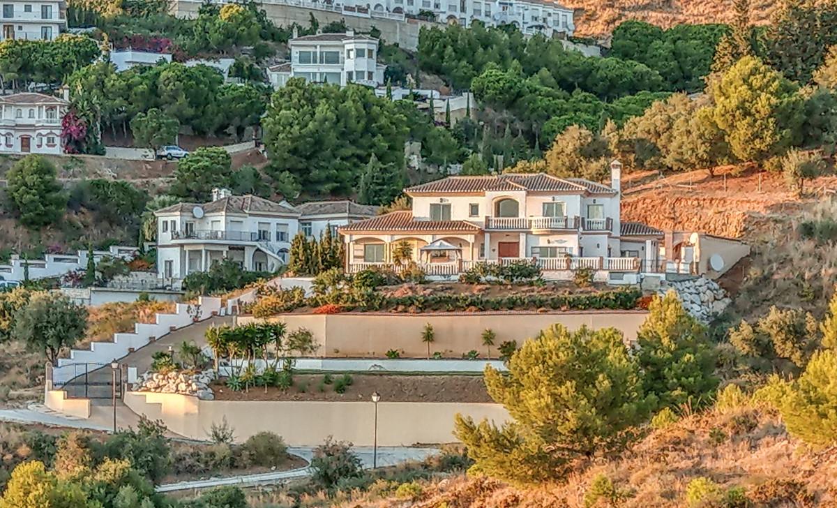 4 bed, 3 bath Villa - Detached - for sale in Valtocado, Málaga, for 750,000 EUR