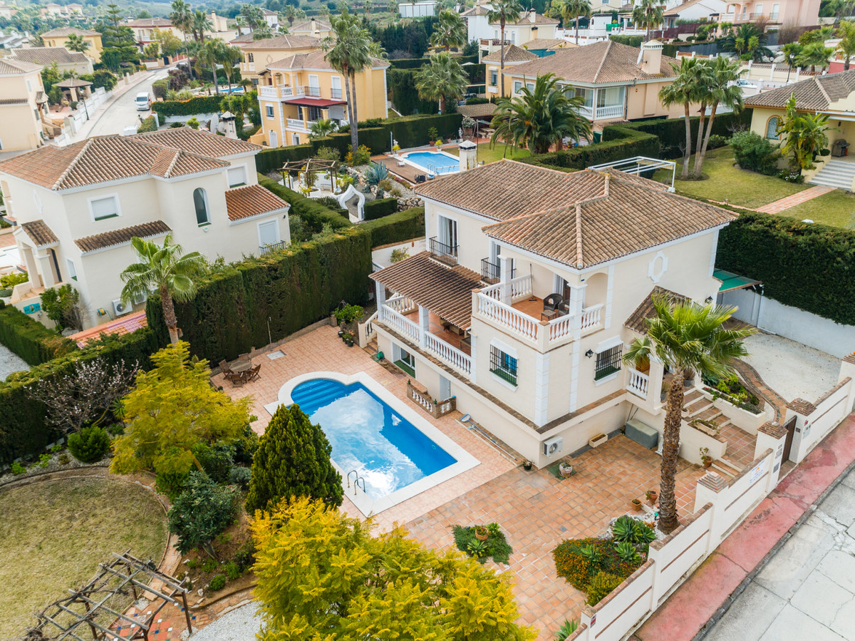 Ref:R3210802 Villa - Detached For Sale in Coín