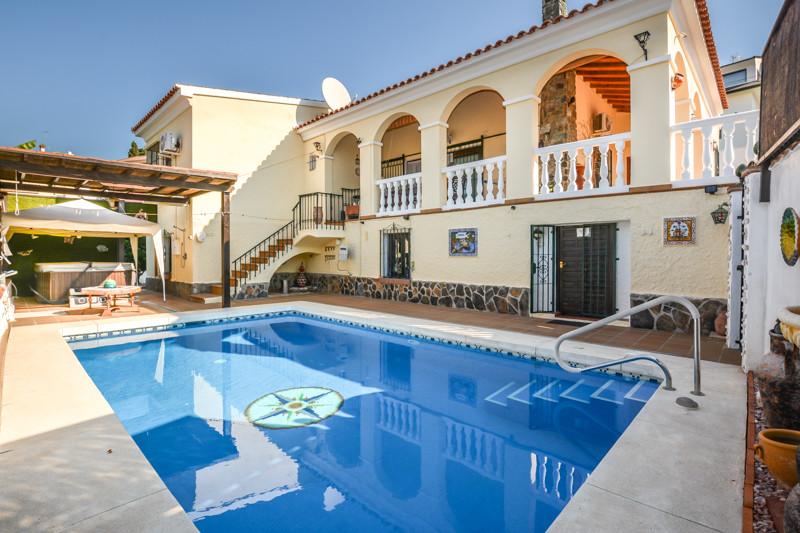 Villa 4 Dormitorios en Venta Coín