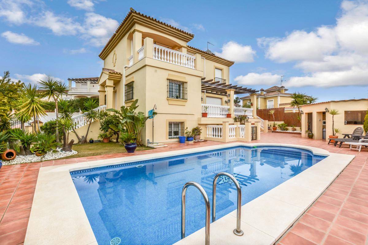 Ref:R3107597 Villa - Detached For Sale in Coín