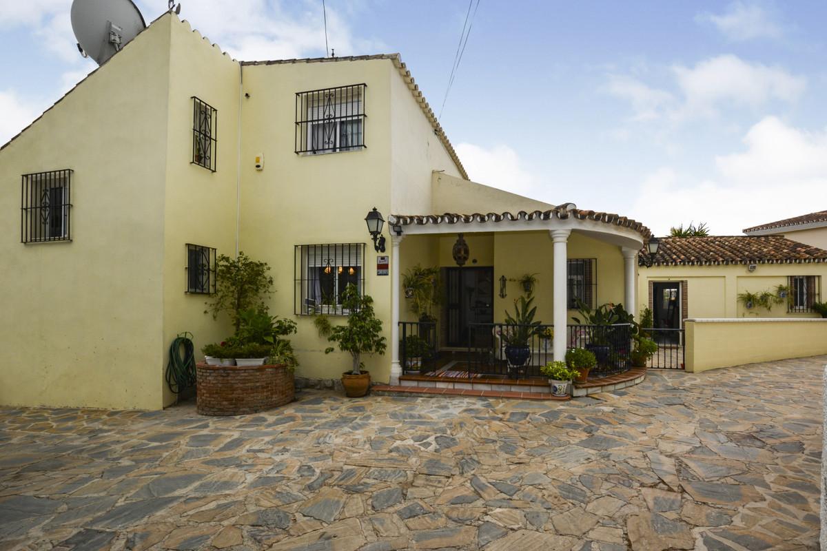 Villa 5 Dormitorios en Venta Sierrezuela