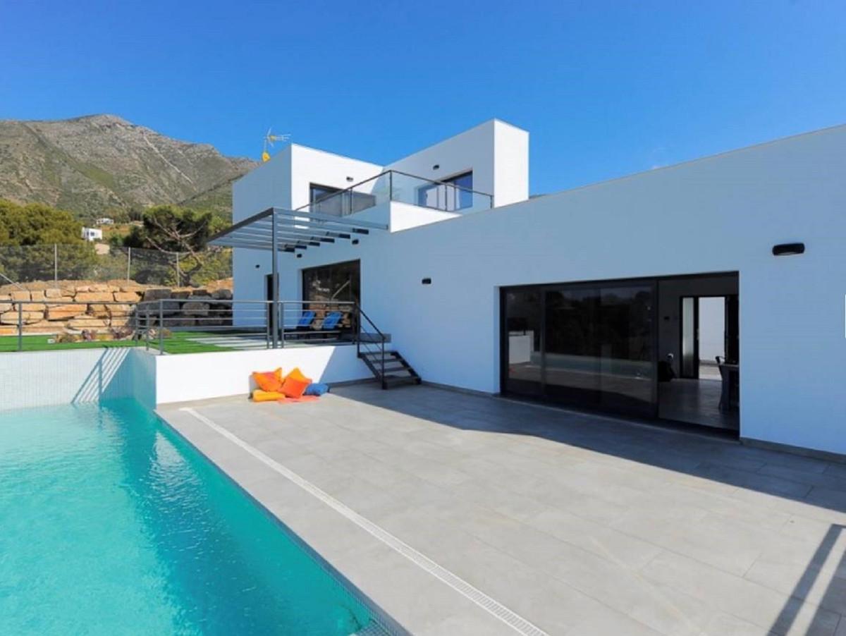 5 bed, 5 bath Villa - Detached - for sale in Valtocado, Málaga, for 1,295,000 EUR