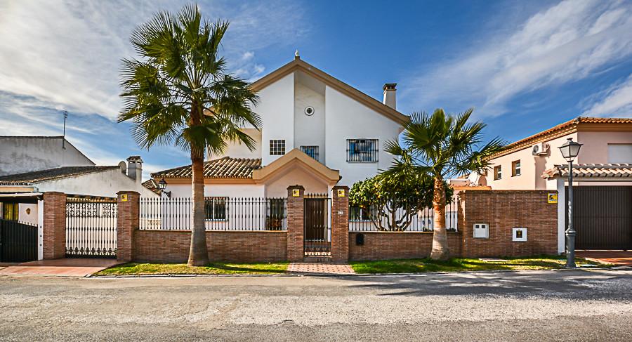 5 bed, 3 bath Villa - Detached - for sale in Las Chapas, Málaga, for 850,000 EUR