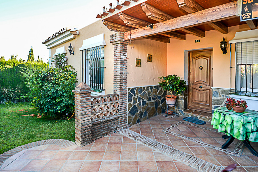 An end townhouse located enjoying a corner plot set in popular urbanisation on the outskirts of Coin,Spain